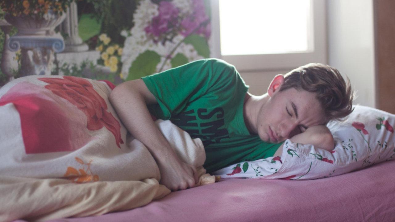 枕が臭いのは耳の裏が原因ではない。中年に迫るミドル脂臭を知っておこう